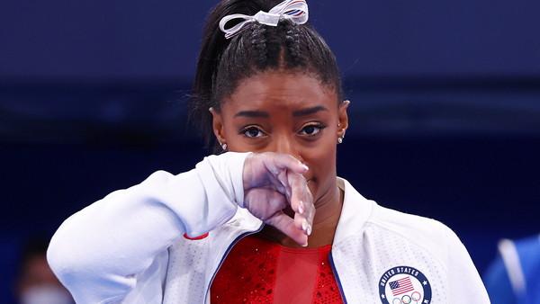美體操女王跳馬失誤後退賽!先顧心理健康 外媒:她也是個人