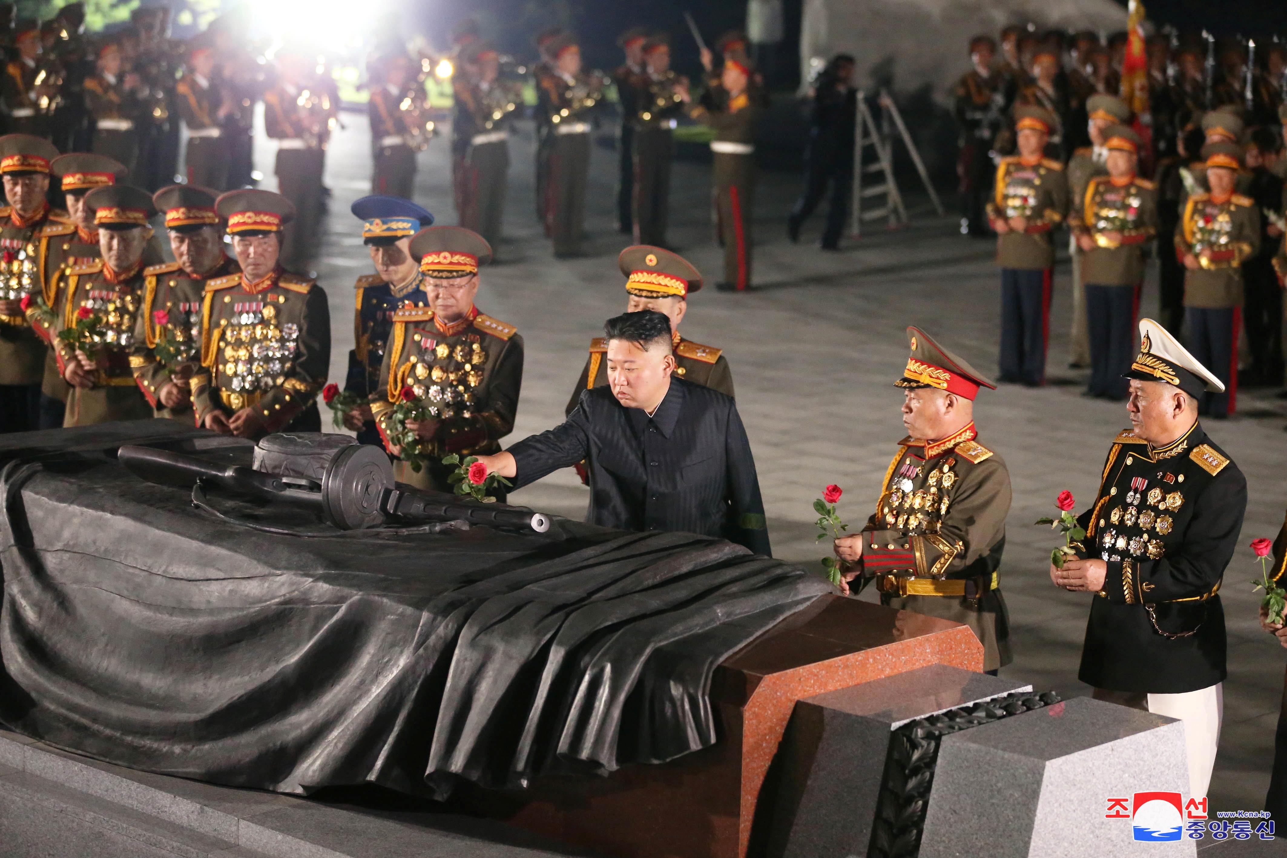▲▼金正恩27日出席戰勝節紀念活動,致詞演說時罕見未提到核武。(圖/路透社)