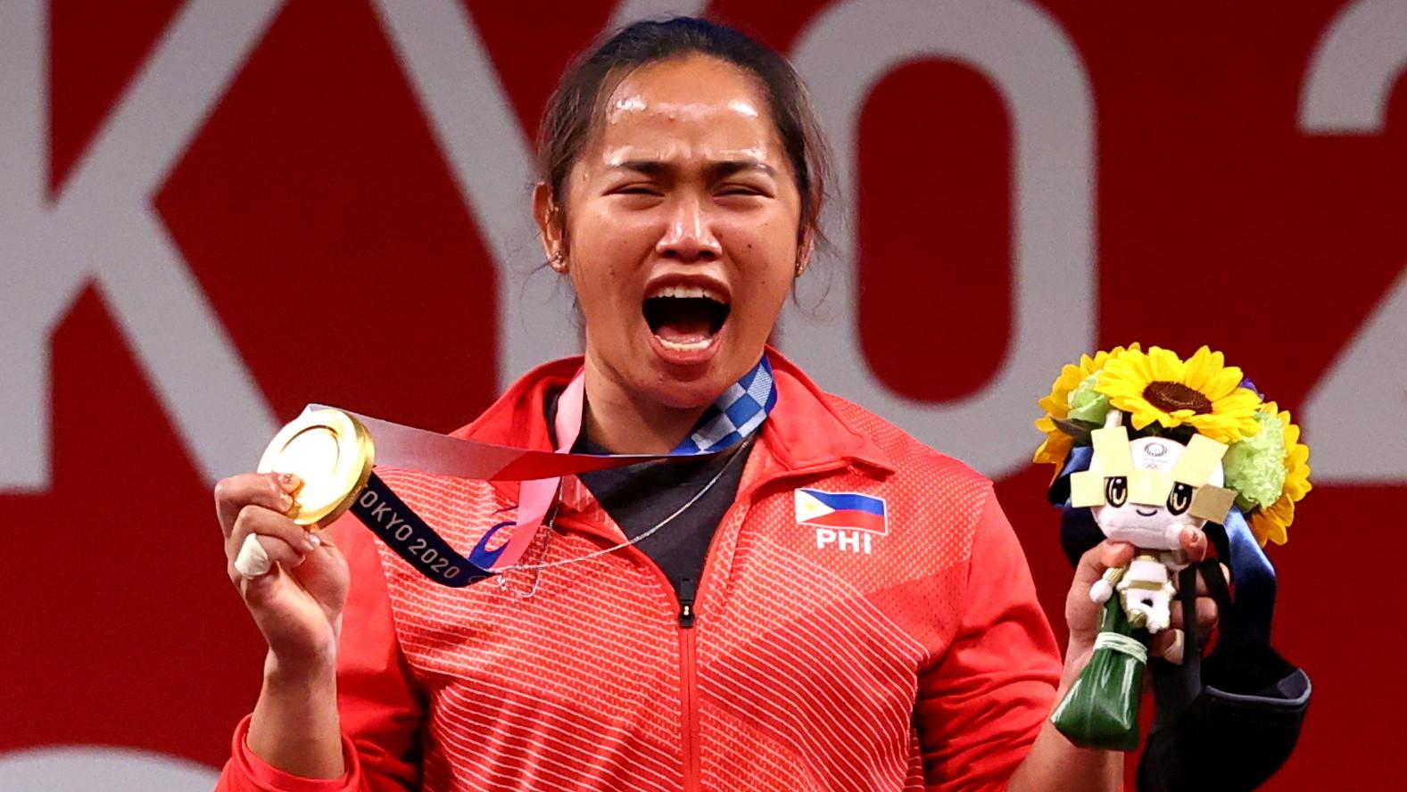 ▲▼菲律賓女子舉重選手迪亞斯為該國在東奧奪下首面金牌,然而她其實在練習過程中,手部長滿繭、水泡。(圖/路透社)