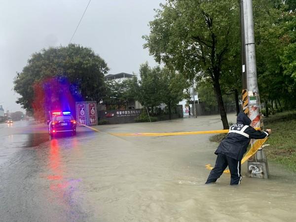[新聞] 大雨狂炸高雄!3小時達14處積淹水 最深5