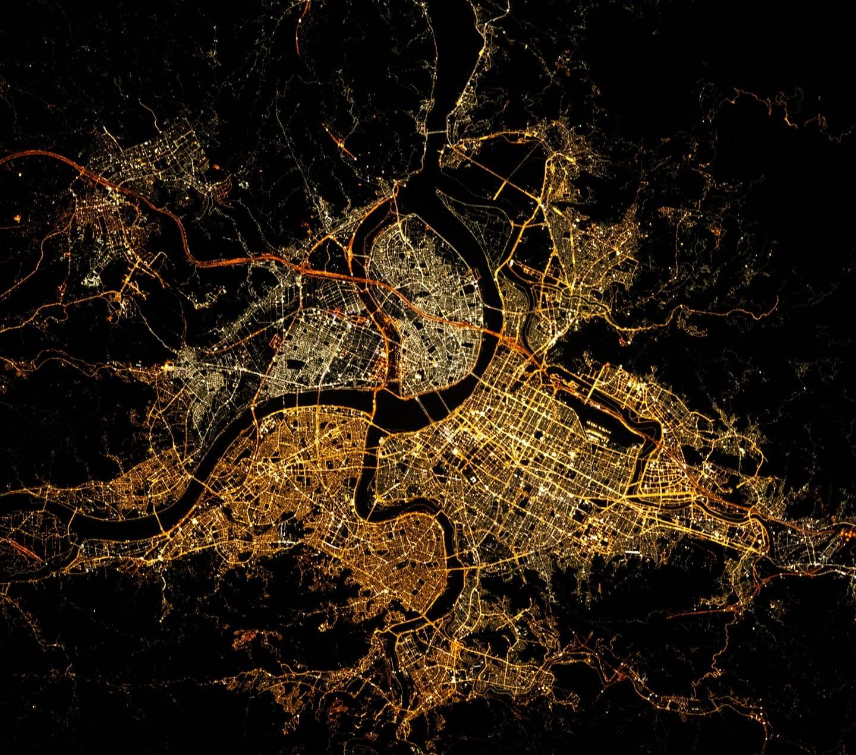 ▲▼國際太空站7月26日所拍攝的台北都會區夜景。(圖/翻攝自ISS83臉書)