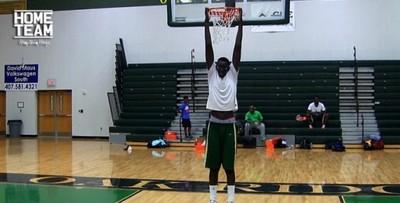 開掛啦!超OP高中籃球員,舉手=灌籃