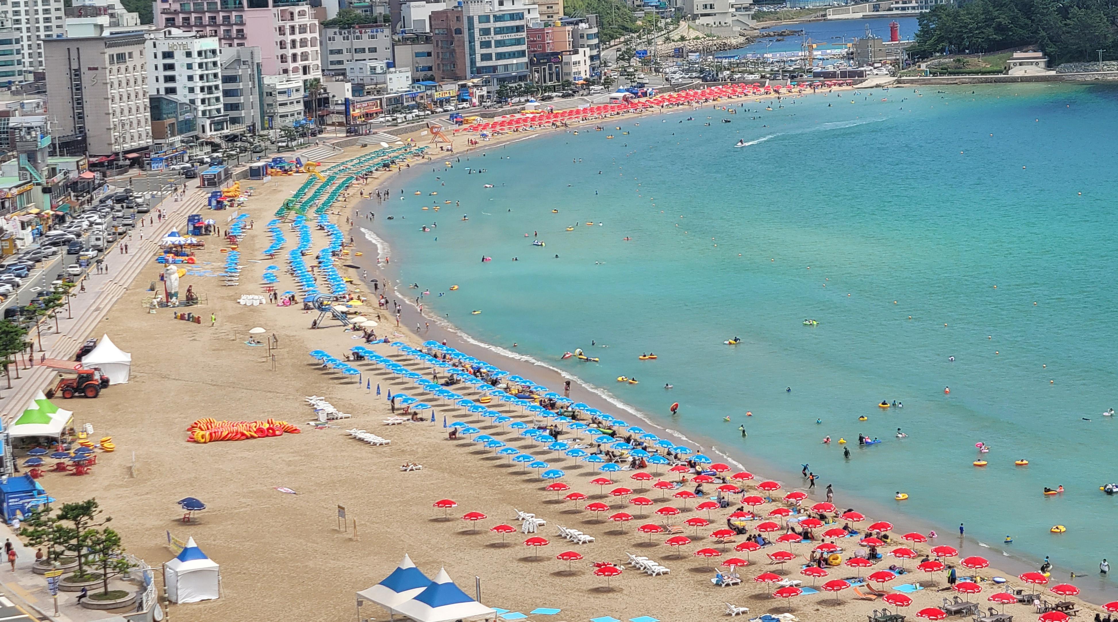 ▲▼南韓境內發現2起Delta+病例,圖為釜山松亭海灘。(圖/達志影像)