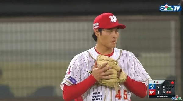 [新聞] 楊鈺翔職棒一軍初登板 花蓮三民國中棒球隊成軍10年第一人