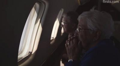 從沒飛過的兩位阿嬤首次搭飛機:無價