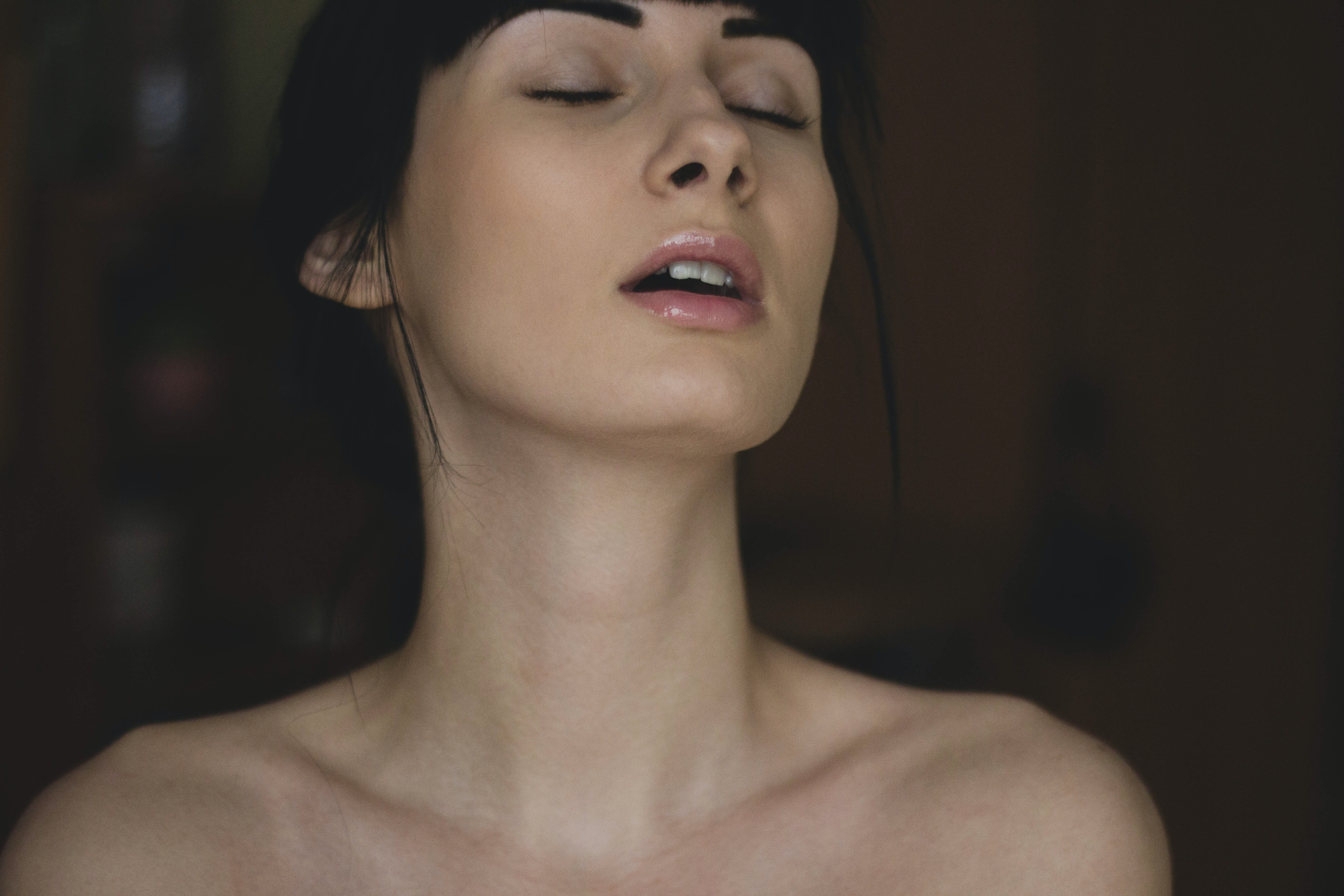 ▲▼英國研究指出,女性的確更偏愛「勃大莖深」的男性。(圖/取自免費圖庫Pexels)