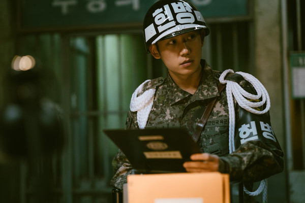 [新聞] 金正恩准許看韓劇?北韓官媒評《D.P.》