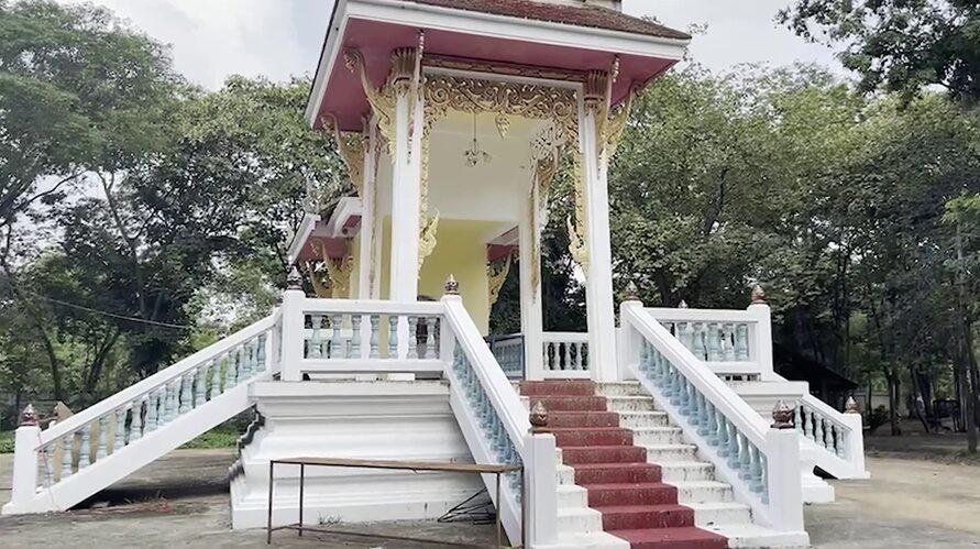 ▲▼泰國男子被獨自關押在寺廟火葬場停屍間進行隔離。(圖/翻攝自臉書)