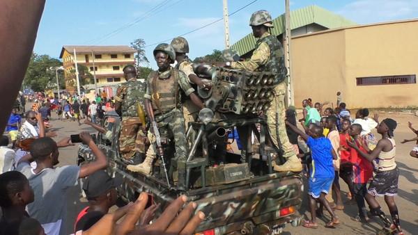 ▲▼西非國家幾內亞驚爆政變,特種部隊出現在首都柯那基里(Conakry)。(圖/路透)
