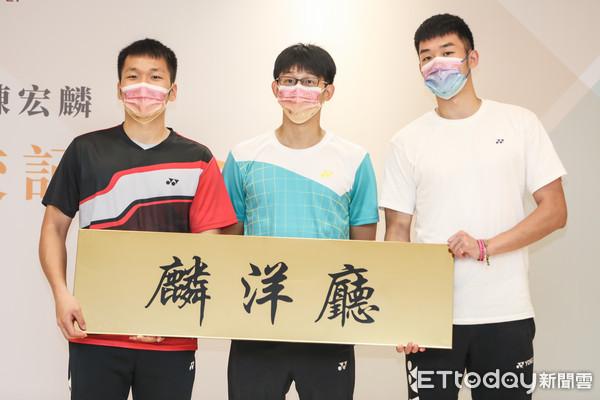 北市大設立「麟洋廳」慶賀 王齊麟、李洋希望繼續攻讀博士班