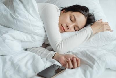 養成4個好習慣勝過貴婦保養 關燈、泡腳都有助睡眠品質