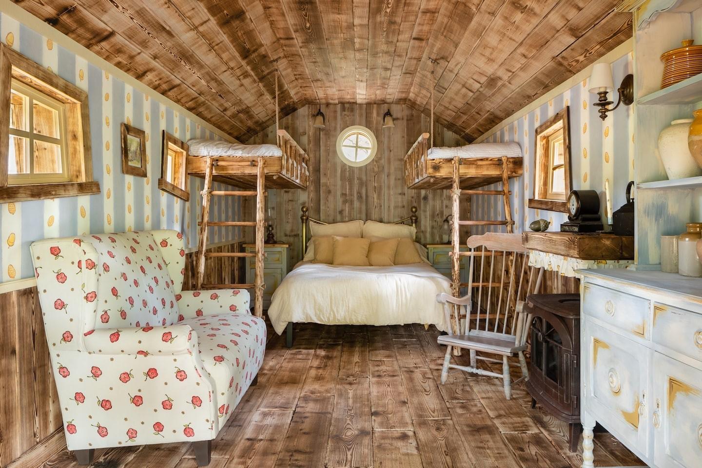 ▲▼小熊維尼樹屋(圖/翻攝自Airbnb)