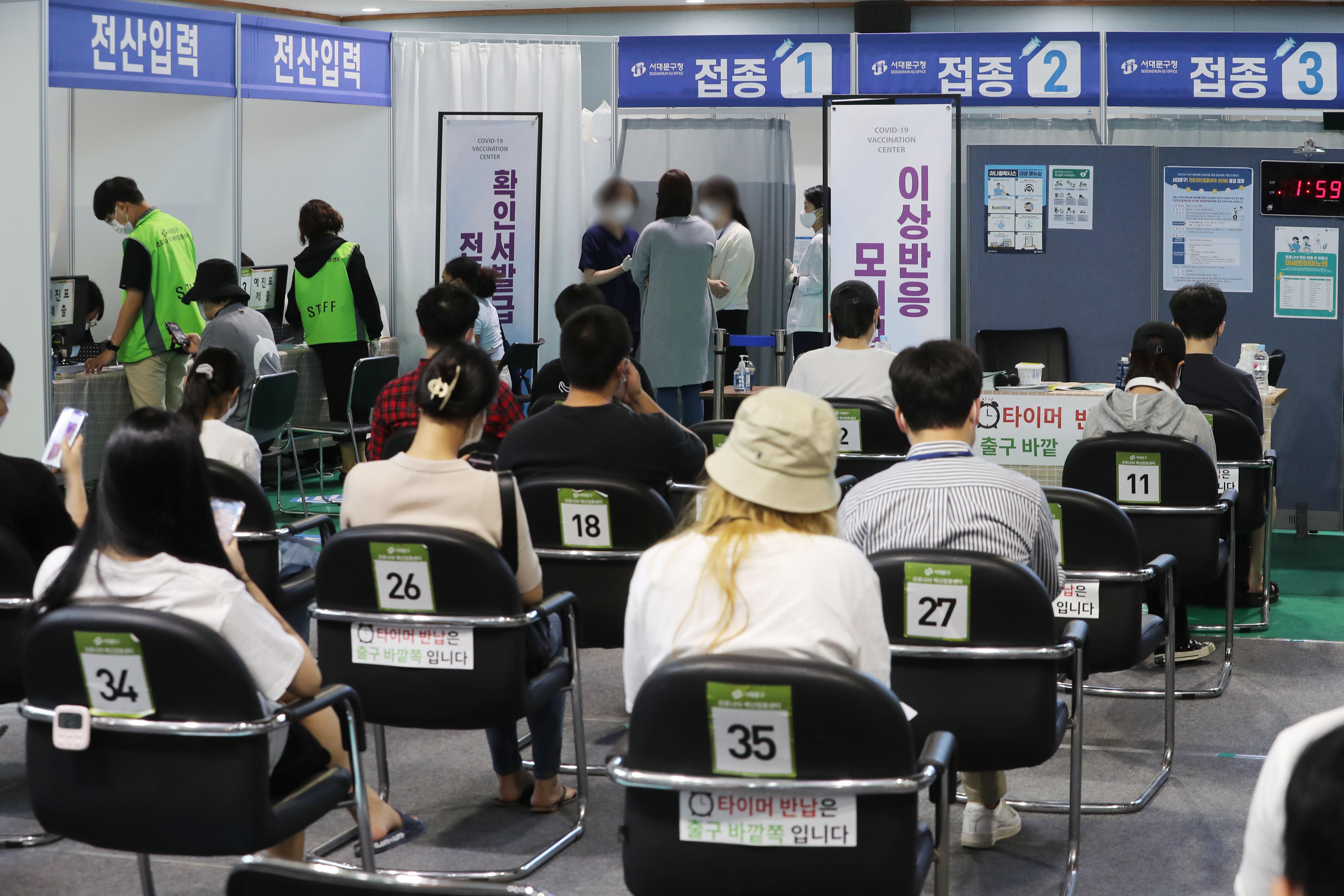 ▲▼南韓第1劑新冠疫苗覆蓋率已於17日下午突破7成,超過3600萬人施打。(圖/達志影像)