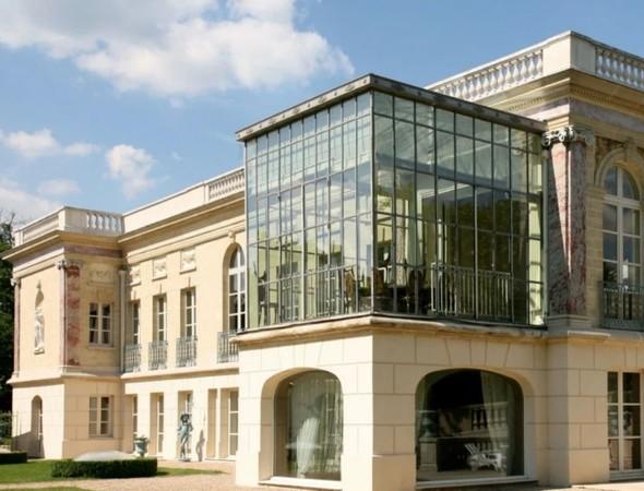 Fw: [新聞] 梅西想買百年古堡!開價15.6億佔地605坪