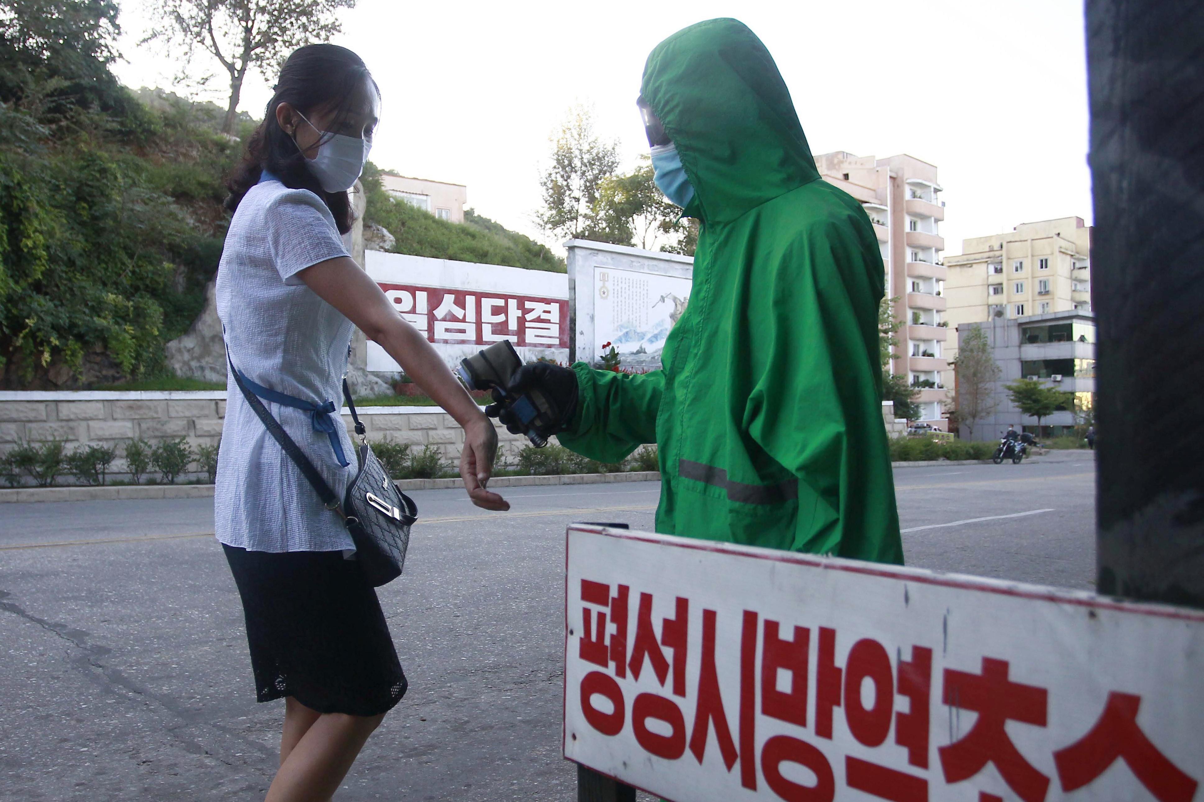 ▲▼北韓至今仍尚未驗出新冠確診者,圖為平安南道平城市的防疫哨所。(圖/達志影像/美聯社)