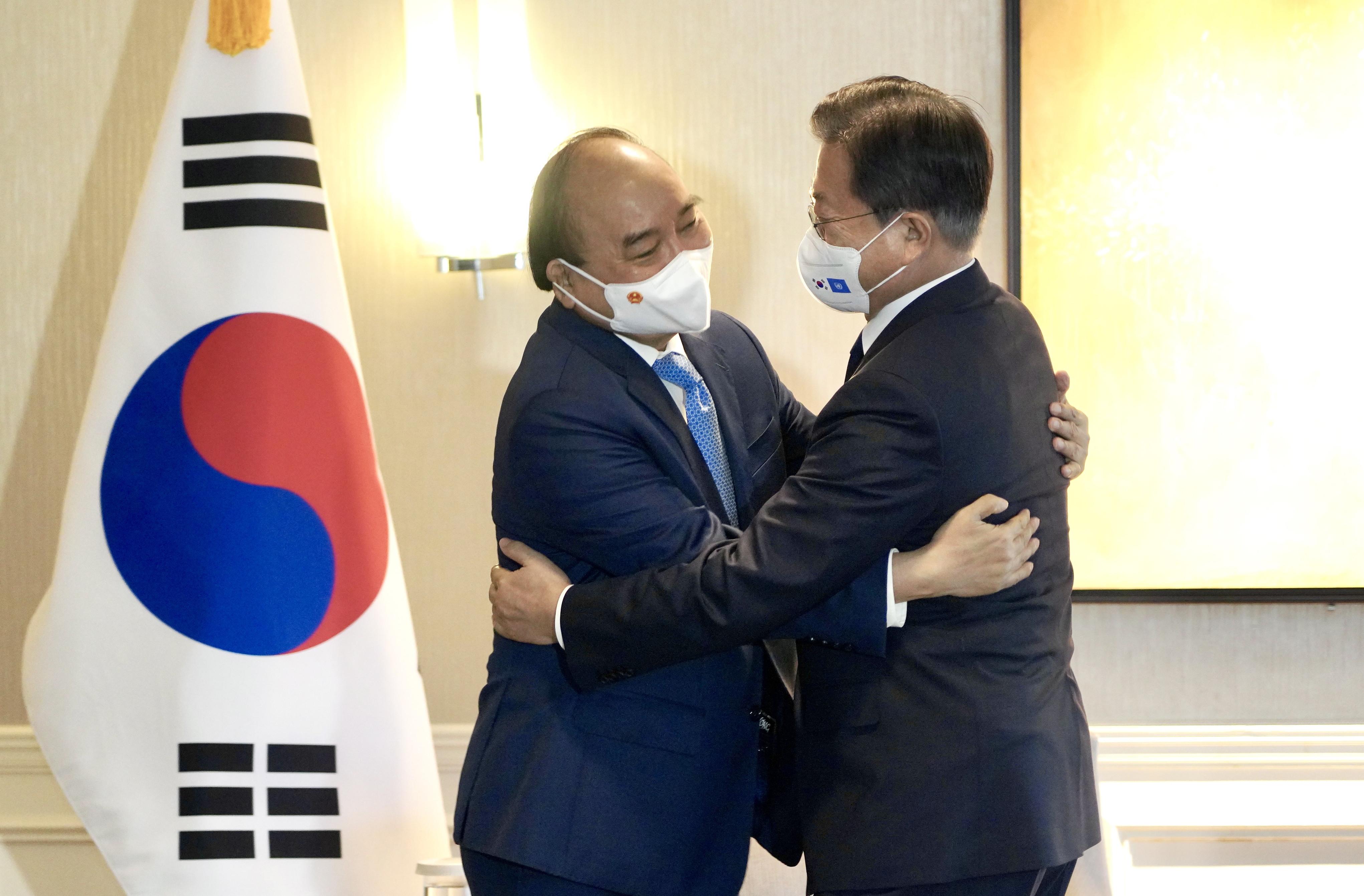 ▲▼南韓總統文在寅21日在紐約某飯店與越南國家主席阮春福舉行雙邊會談。(圖/達志影像)
