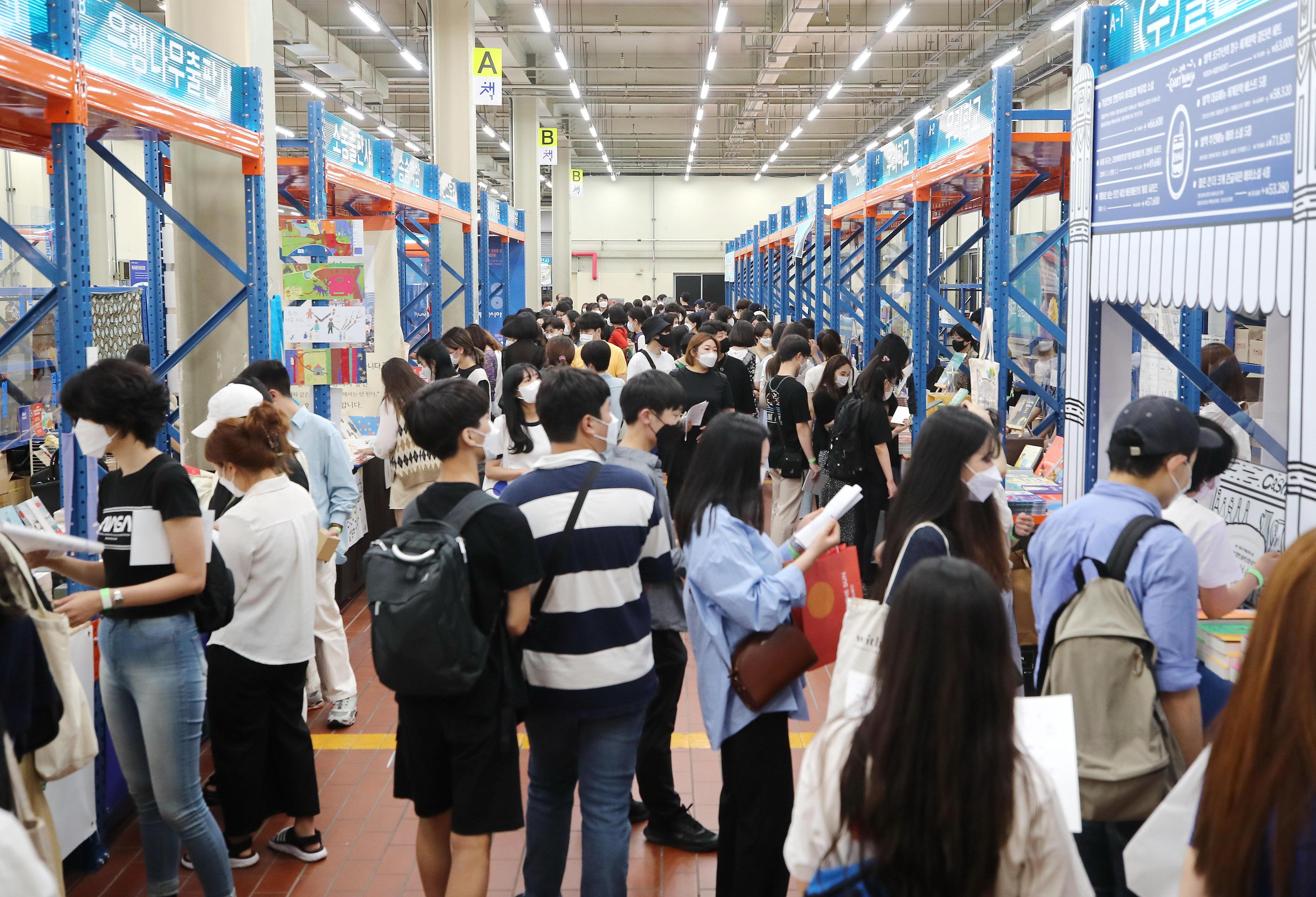 ▲▼南韓嬌生疫苗接種者突破性感染發生比率偏高,圖為首爾國際書展。(圖/達志影像)