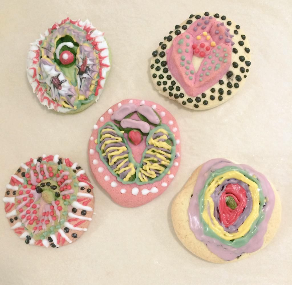 ▲▼南韓女權視覺藝術團體製作外形酷似女性生殖器的手工餅乾,呼籲女性重拾身體自主權。(圖/翻攝自Twitter@sisterhat)