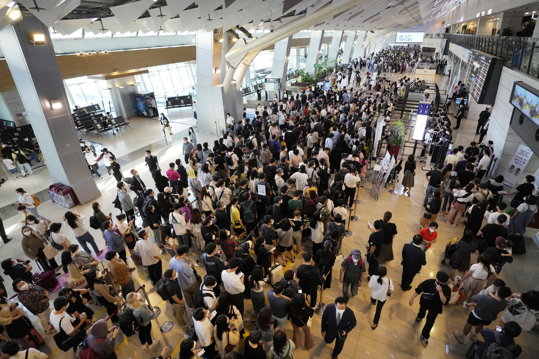 ▲▼南韓中秋連假時的全國人口大移動,許多民眾擠往金浦機場搭機返鄉、旅遊,疫情一發不可收拾。(圖/達志影像/美聯社)