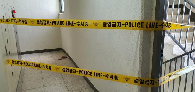 ▲▼南韓一對30多歲夫妻因「層間噪音」問題慘遭樓下鄰居持刀砍殺身亡,現場還留有大片血跡。(圖/翻攝自pressian)
