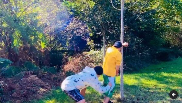[新聞] 周杰倫玩《魷魚遊戲》加碼脫褲!木頭人只