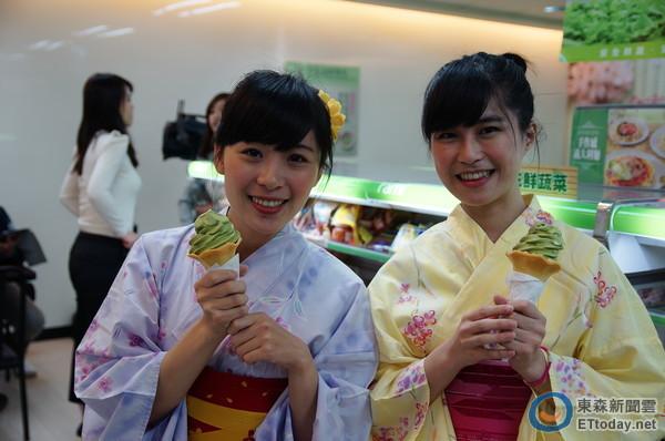 超商霜淇淋戰火延燒,全家便利商店抹茶霜淇淋延長賣一週,7-ELEVEn推出原味霜淇淋優惠每支25元。