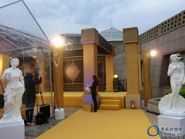 微風之夜「GOLDEN ERA黃金年代」大走電影「大亨小傳」上流派對金碧輝煌風格。