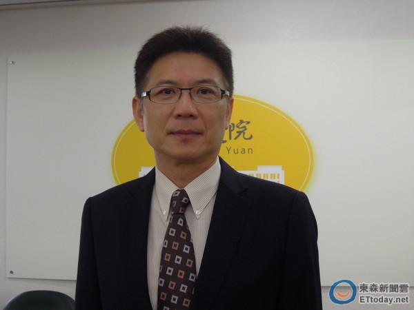 行政院發言人孫立群12日解釋新媒體小組成員遴選。(圖/記者賴于榛攝)