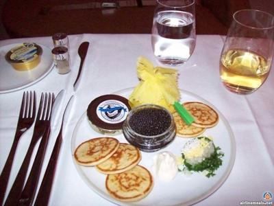 頭等艙的餐點…一輩子好想吃一次啊!
