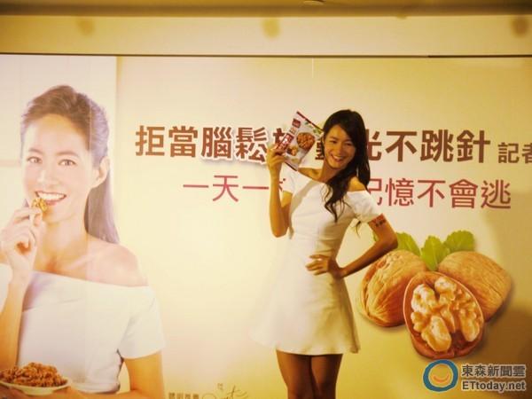 Janet出席聯華食品萬歲牌核桃新品代言活動,自爆健忘糗事。