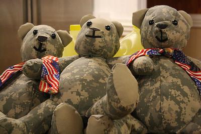 悲傷化成愛 陣亡大兵軍服做成泰迪熊