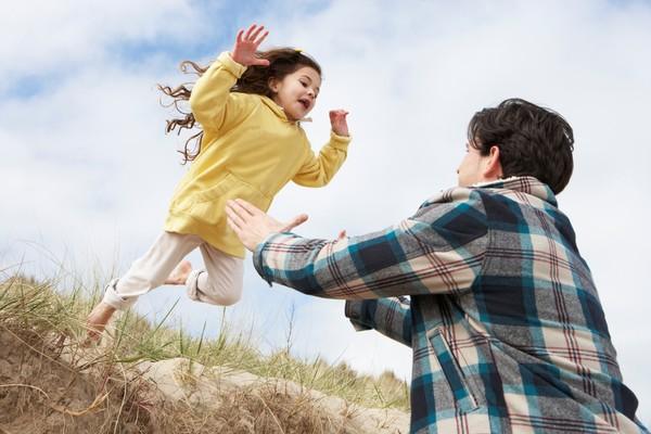 幫女兒洗澡她說的話 父:我無地自容,感到羞愧無比