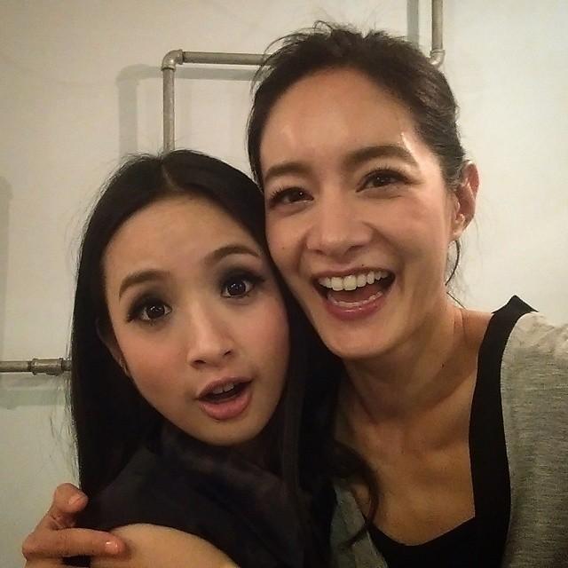 林依晨(左)的濃妝Look讓不少粉絲有些不習慣,猛然一看竟認不出是誰。(圖/取自Janet臉書)