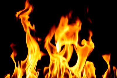 「到府床戰」卻睡著 女買汽油燒毀他家
