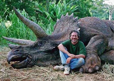 Kuso導演史蒂芬獵殺恐龍,網友當真了