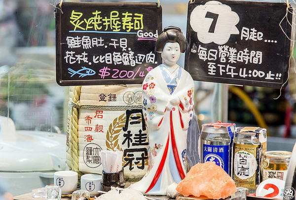西湖市場立食握壽司只能「站」吃 假日常見排隊人潮