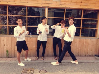 最近南韓男生流行的穿著…是校服化嗎