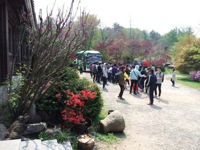 韓迎新宿營必有場景…沒手機不能活?
