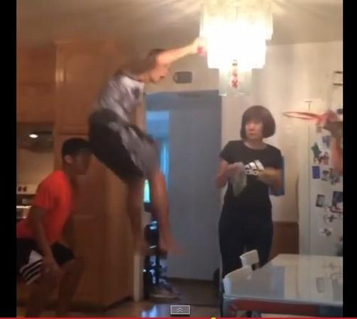 NBA/林書豪搞笑怒吼扣籃 林媽媽慘遭「灌爆」