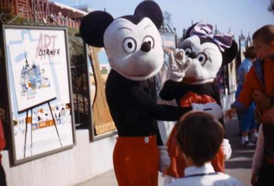 裂嘴米奇迎接你,60年前迪士尼豪可怕