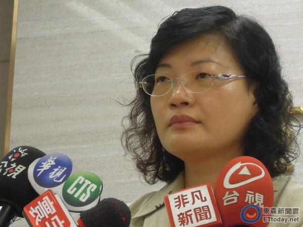 衛福部社會救助及社工司長李美珍18日出面說明創世等基金會遭爆料。(圖/記者賴于榛攝)