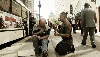 給街友尊嚴,名設計師免費為他們理髮