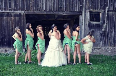 不是裙卡屁股…是新娘伴娘流行露蜜桃