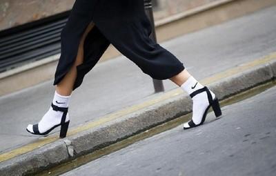 聽說國外正流行涼鞋配長襪…甘好看?