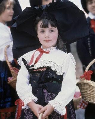 女孩的異國傳統服裝..我還是最愛旗袍
