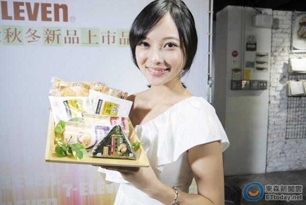 ▲7-ELEVEn針對御飯糰、光合三明治的原料、包裝「升級」。(圖/記者魏妤庭攝)