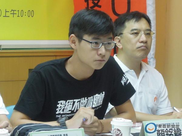 基進側翼競選辦公室主任顏銘緯29日出面解釋,向總統馬英九丟書的初衷。(圖/記者賴于榛攝)