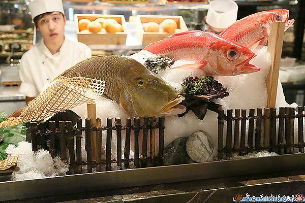 秋季就是要霸氣帝王蟹 奢華飯店料理讓你一次吃個夠
