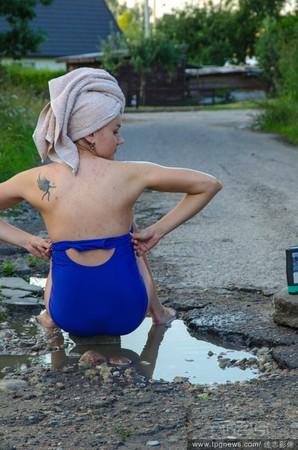 立陶宛,馬路,水坑,洗澡,辣妹,半裸,鬼島