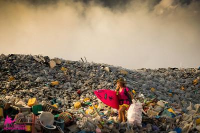 讓馬爾地夫更美,她自願登垃圾島淨灘